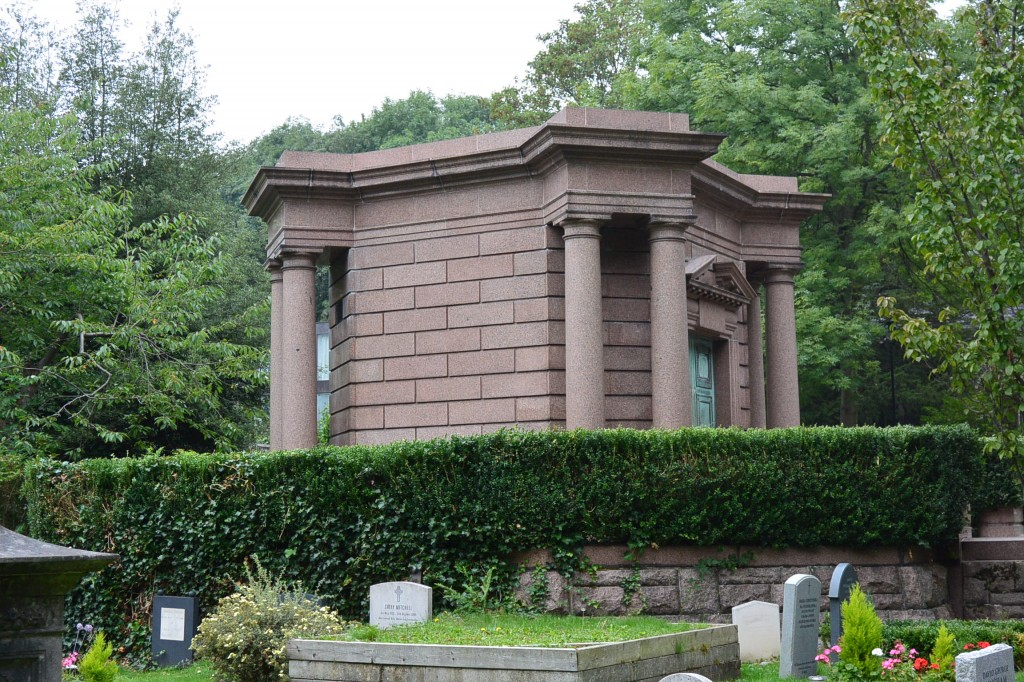 The first tomb that we see at the east side of Highgate.